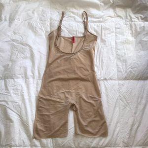Spanx Skinny Britches Shapewear sz L Nude Bodysuit